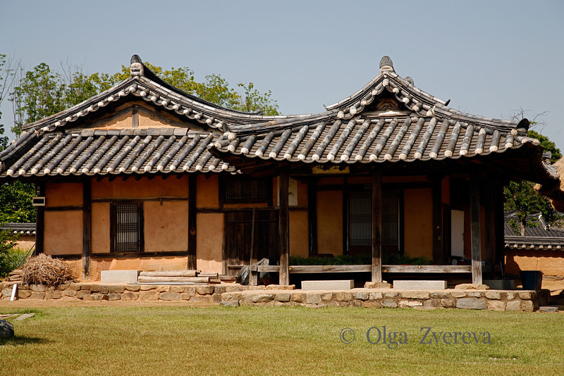 <p>Traditional House. Hahoe Folk Village, Andong, South Korea</p>