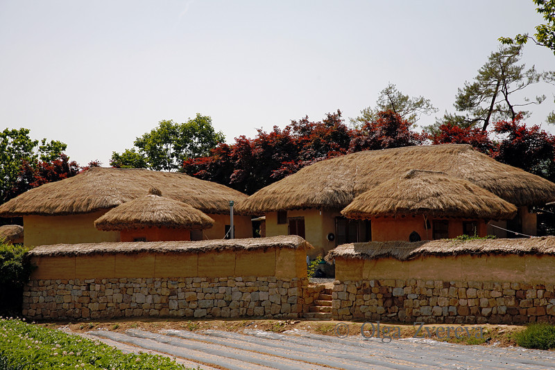 <p>Traditional House. Hahoe Folk Village, Andong, South Korea</p>