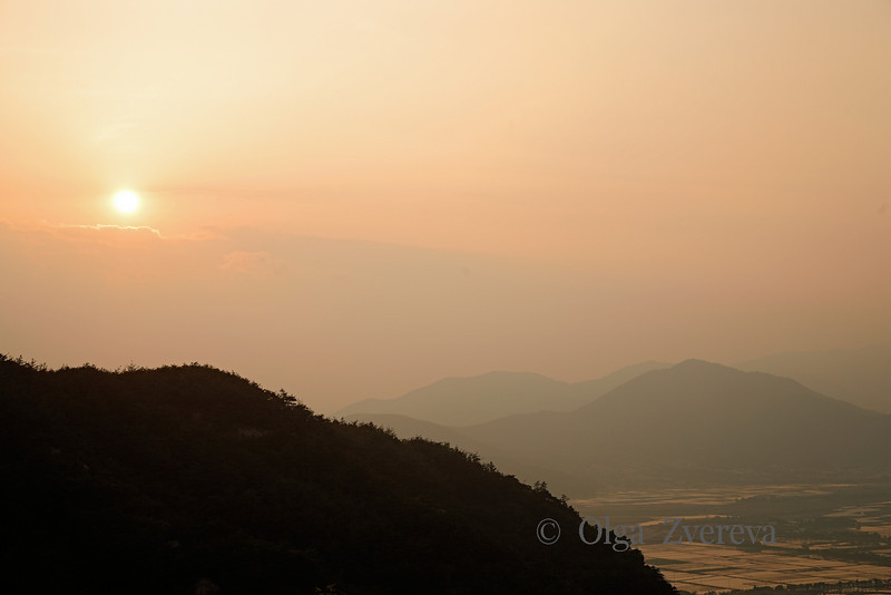 <p>Sunset. Mt.Namsan area, Gyengju, South Korea</p>