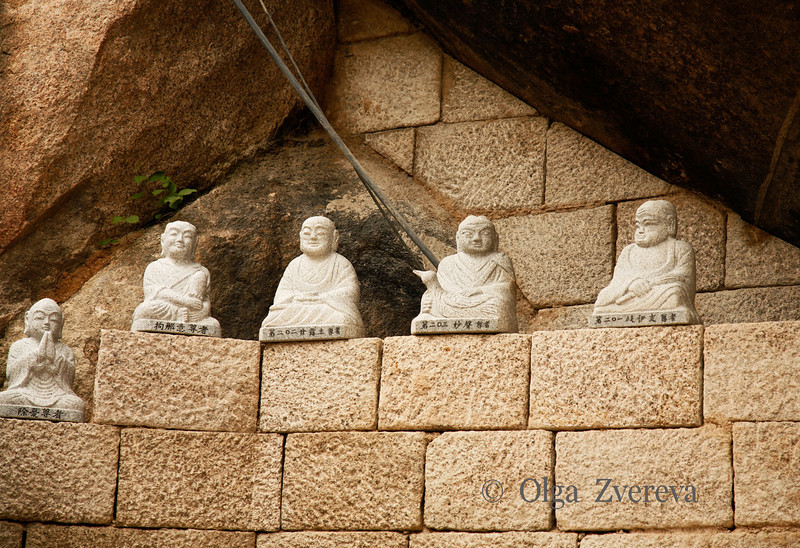 <p>Buddha Statues, Seoraksan National Park, South Korea</p>