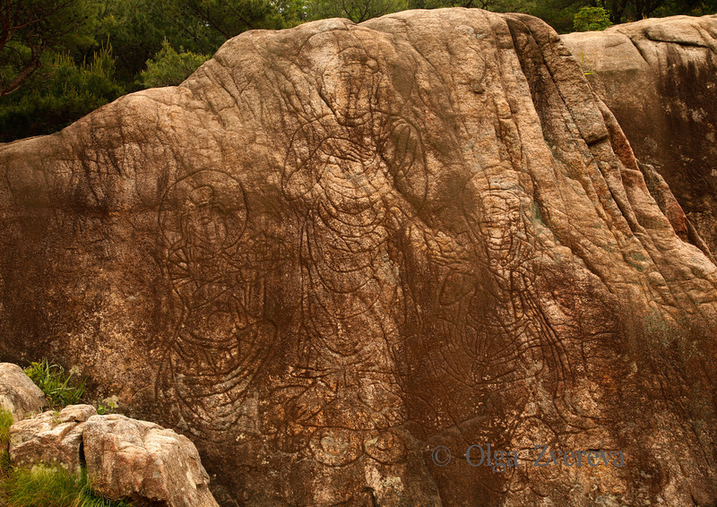 <p>These three Buddha images were carved on huge wide rock. Mt.Namsan area, Gyengju, South Korea</p>