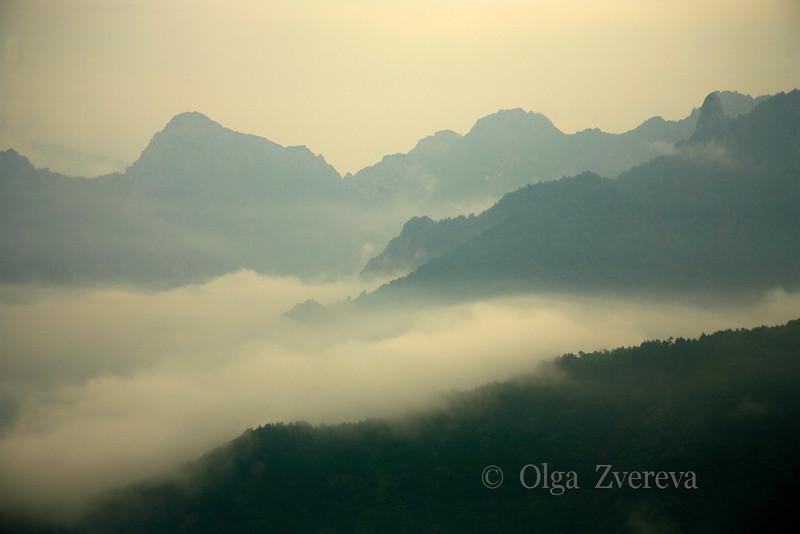 <p>Rain, Seoraksan National Park, South Korea</p>