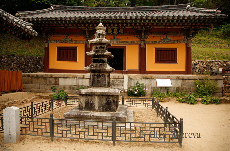 <p>Geungnakjeon, Bongjeongsa Temple, Andong, South Korea</p> <p>This is the oldest wooden building in Korea.</p>