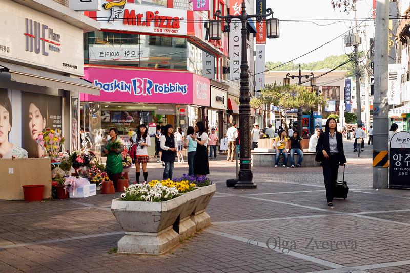 <p>Shopping Street. Andong, South Korea</p>