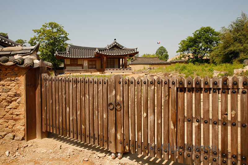 <p>Fence. Hahoe Folk Village, Andong, South Korea</p>