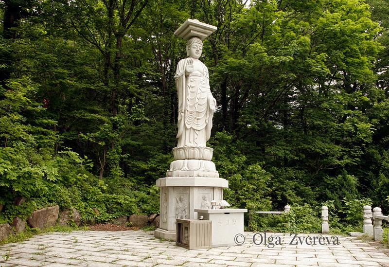 <p>Buddha Statue, Seoraksan National Park, South Korea</p>