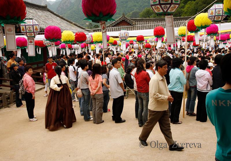 <p>Celebration of Buddha Birthday in Sinheungsa Temple. Seoraksan National Park, South Korea</p>