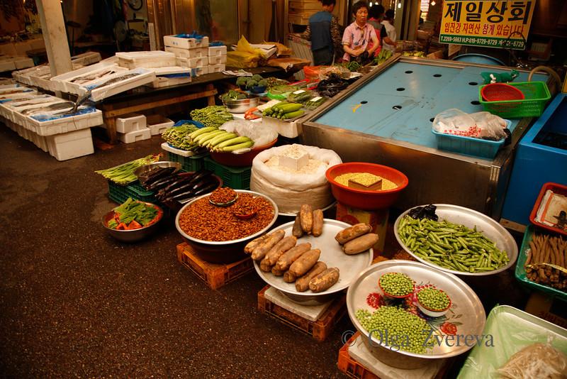 <p>Market, Seoul, South Korea</p>