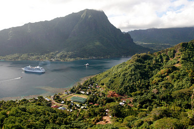 The first stop on our 4x4 excursion was a prominent hill overlooking Opunohu Bay.