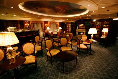 Club Bar.