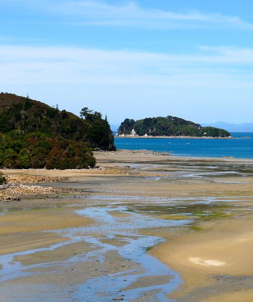 Beach view on Abel Tasman Coast Trail in New Zealand