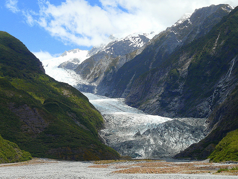 hiking to Franz Josef Glacier in New Zealand