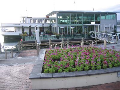 boat_restaurant