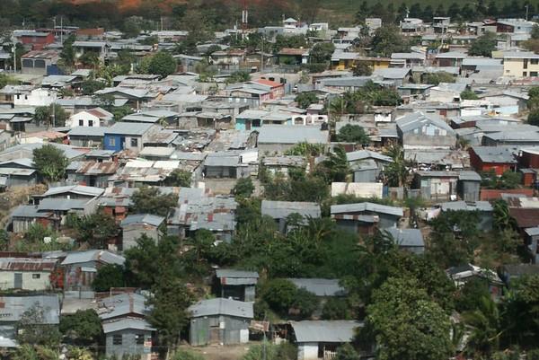 San Jose (300,000 habitants).