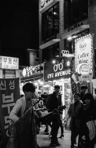 Street performer in Hongdae, Seoul