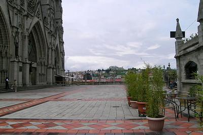 Quito - Basílica Front Side