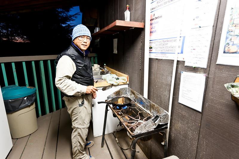 outdoor kitchen, Don cooks dinner
