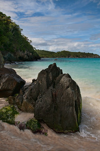 Beautiful Trunk Bay as seen over the shoreline rocks.