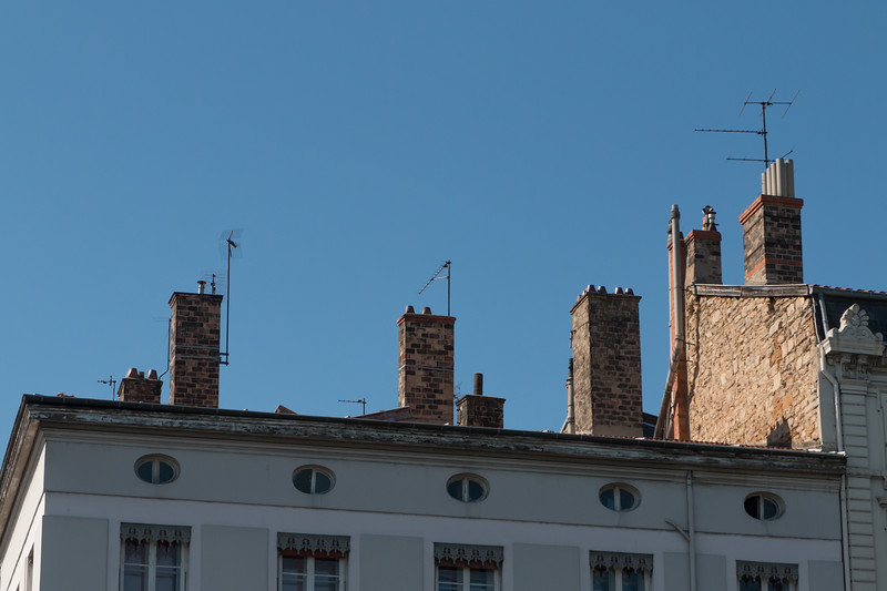 We remember the multi-used chimneys from the UK (don't tell anyone I said that in France)