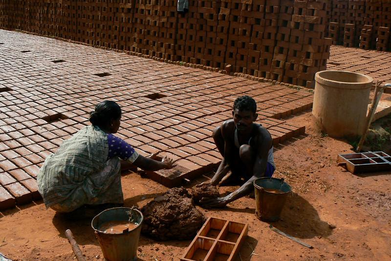 P1020307 Brickmaking Madurai-Periyar Road