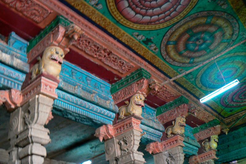 P1020289 Madurai Temple Interior