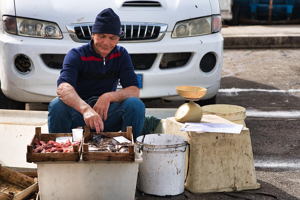 Daniel Craig Look-Alike at Trapani Fish Market
