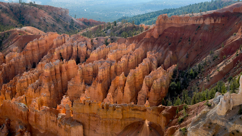 Bryce Canyon - Sunlight streaming through the arch.