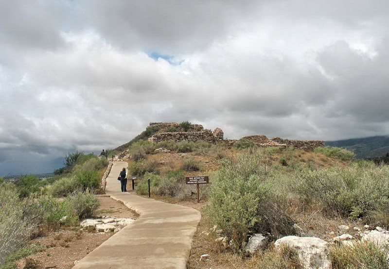 Our first stop was at the Tuzigoot National Monument atop a long ridge that overlooks the Verde Valley. It is about 50 miles south of Flagstaff along US 89 near Cottonwood, AZ.