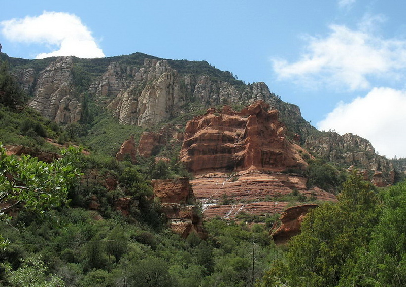 Scenery along the Oak Creek Canyon.