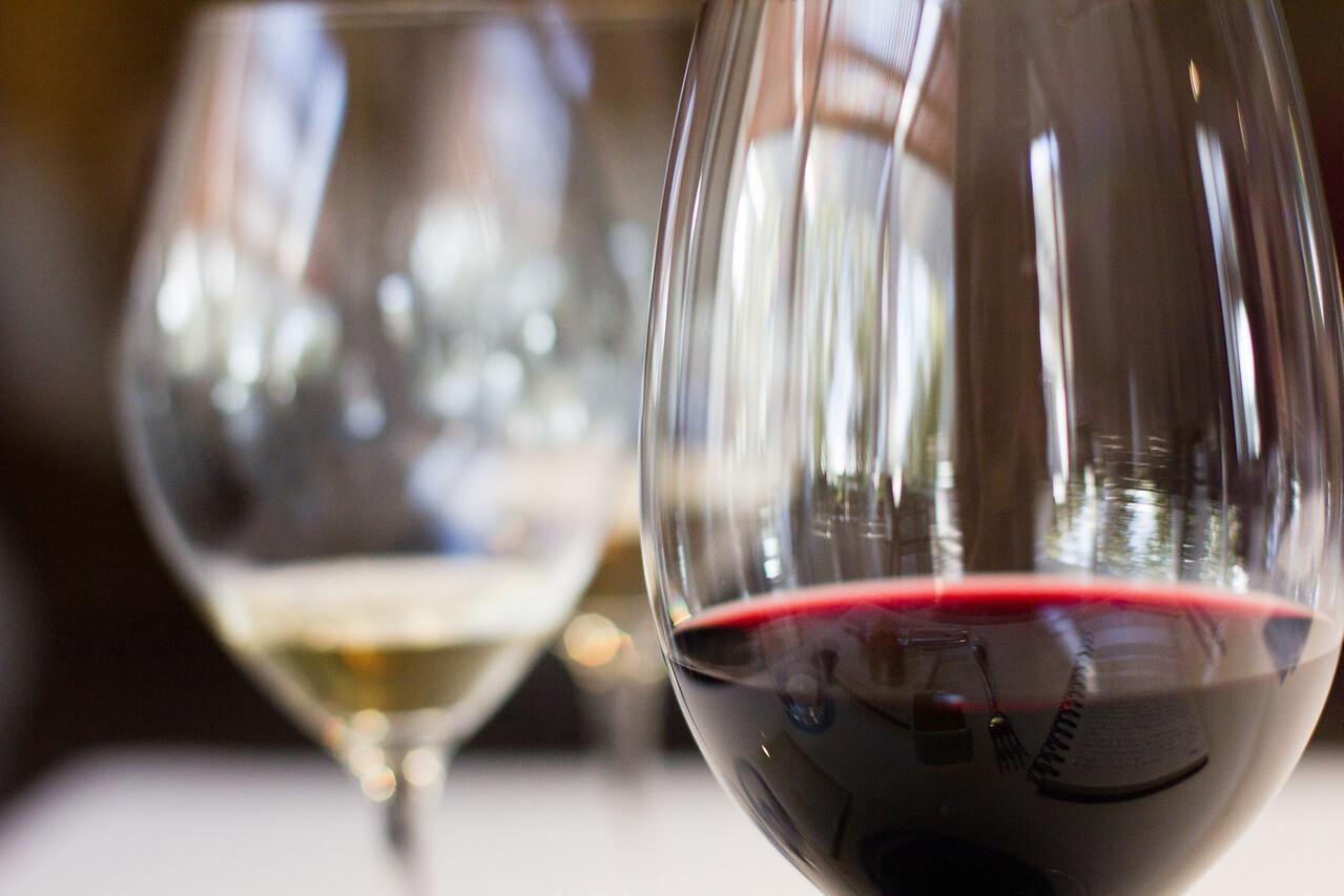 es moli glasses of wine 2