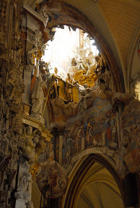 El transparente - one of the most outstanding parts of the Baroque altar - is several stories high, with fantastic stucco figures, painting, bronze castings, and multiple colors of marble.  Every day, for a few minutes, a shaft of sunlight shines down the opening to give the impression that the whole alter is rising to heaven.