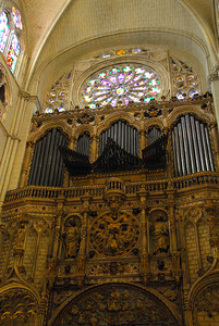 Organ pipes and staned glass