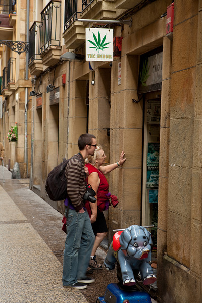 Oh dear. The transformation is complete. Here they are looking into a marijuana store.  They sell it legally over there.<br /> <br /> San Sebastián, Spain