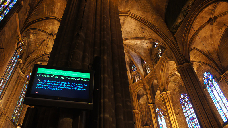 I confirmed that the video monitor was not original equipment when the Barcelona Cathedral was built in the 13th-15th centuries.