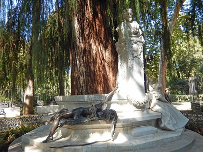 Glorieta de Becquer monument - wounded love & Becquer