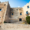 Altafulla is a coastal town in the province of Tarragona which has a beautiful historic quarter, declared of Cultural Interest. Its historic-artistic heritage is made up of a medieval castle, the church of Sant Martí, some remains of the walls and the city hall.