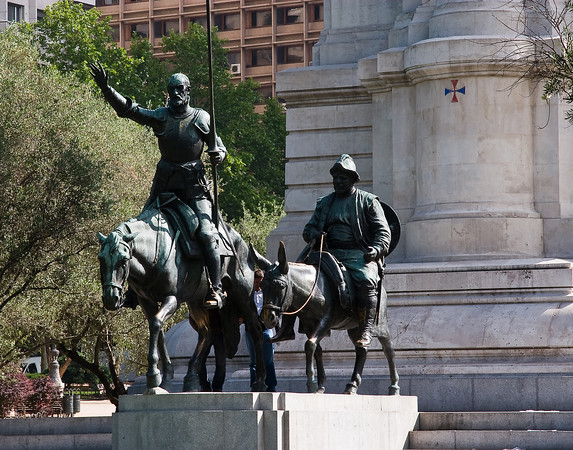 Bronze statues of Don Quixote and Sancho Panza in Plaza de España