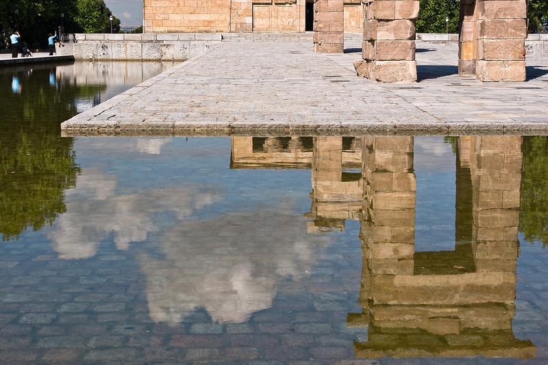 Reflections on Parque del Oeste - Templo de Debod