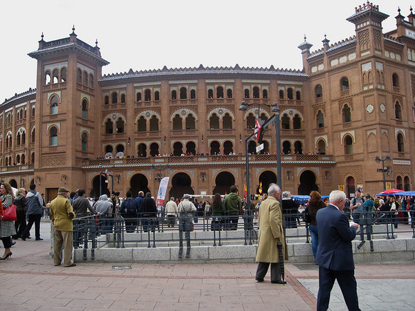 6:23 PM. The crowds begin to arrive for the 7:00 bullfight.