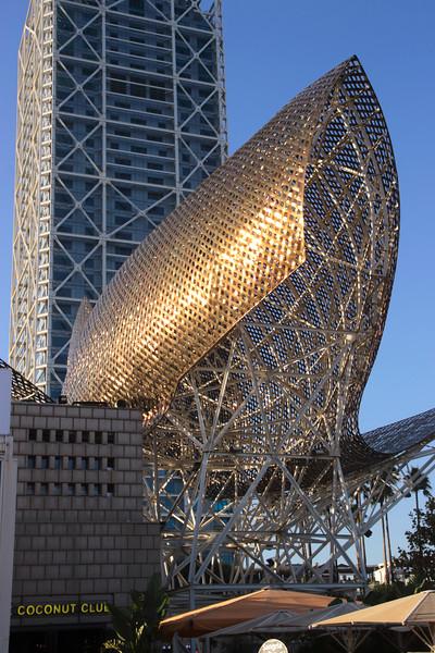 Pez y Esfera sculpture by Frank Gehry Barcelona Waterfront Spain