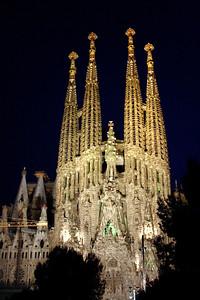 La Sagrada Familia Barcelona at night