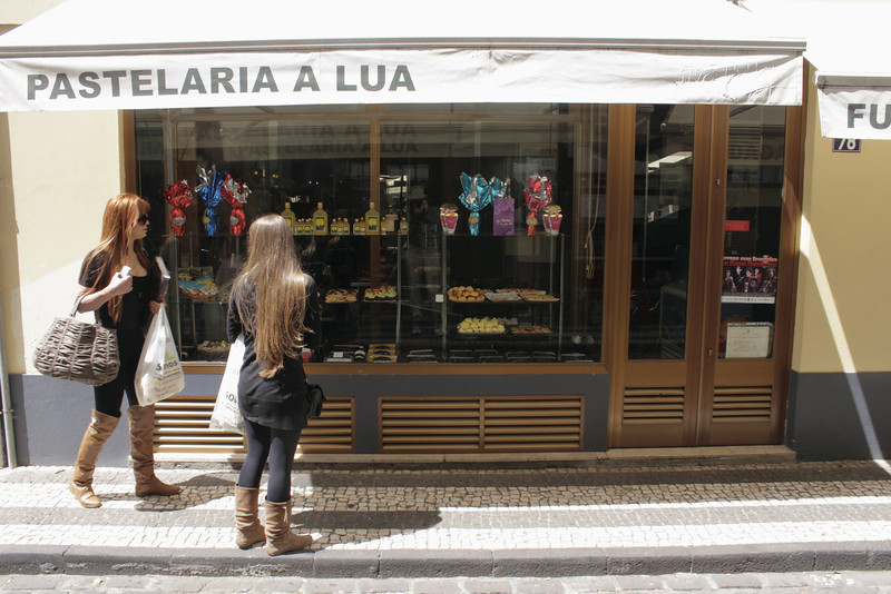 Pastelaria a Lua confectionary shop in Rua da Carreira Funchal