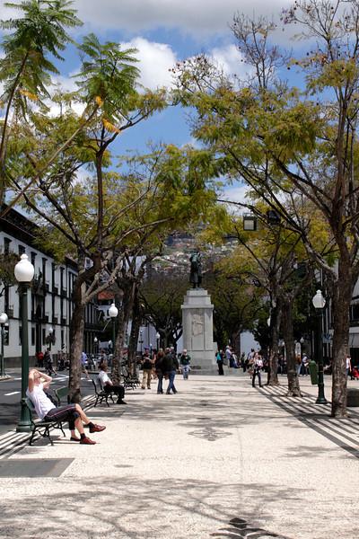 Pedestrian boulevard Avenida Arriaga Funchal towards Zarco statue