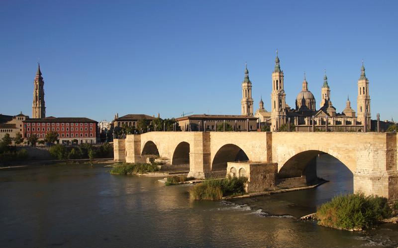 Puente de Piedra Stone Bridge and Basílica de Nuestra Señora del Pilar Zaragoza Spain