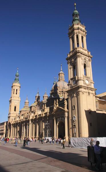 Plaza del Pilar and Basílica de Nuestra Señora del Pilar Zaragoza Spain