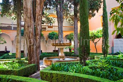 Alhambra-Fountain in the garden