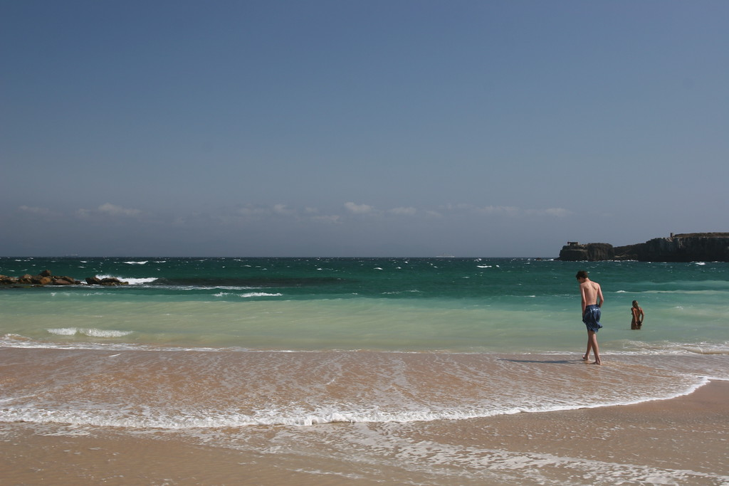 Ben ventures into waters where the Mediterranean meets the Atlantic. Ben does not notice that in the water near him the woman is topless