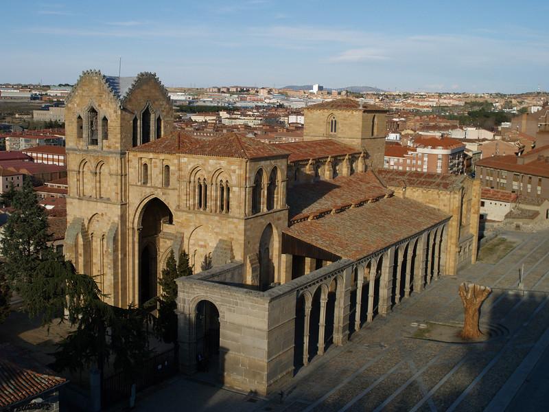 Basílica de San Vicente, el templo fue levantado en honor a los martires Vicente, Sabina y Cristeta, sacrificados durante las persecuciones de Diocleciano en el solar donde se levanta.