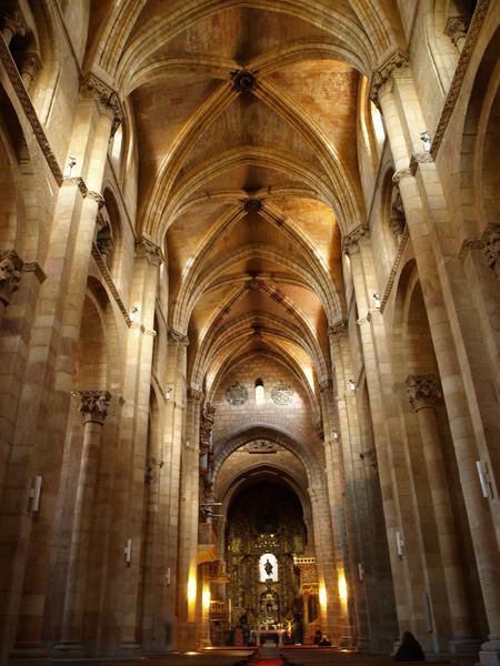 Interior de la basílica de San Vicente
