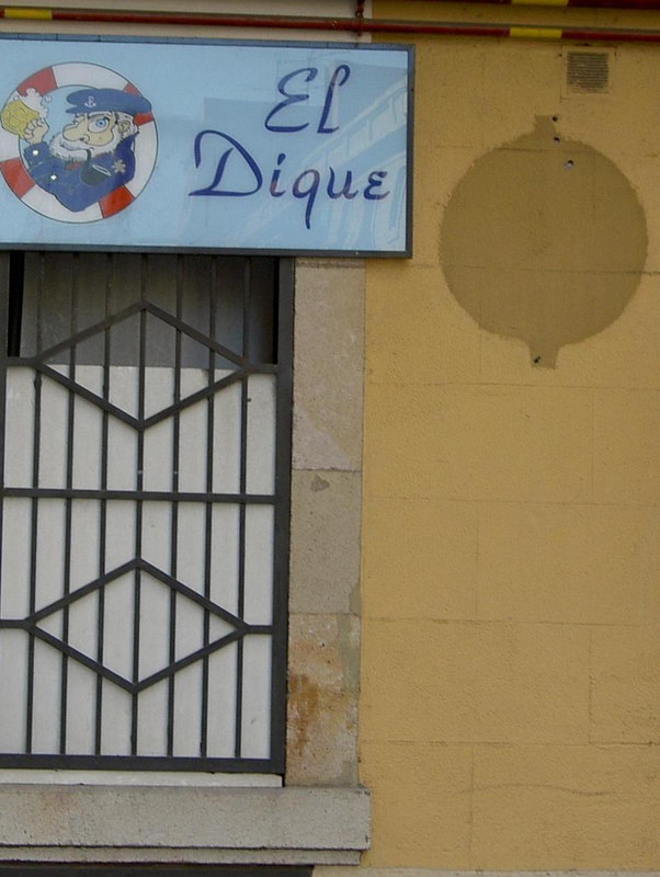 El Dique.  A gay bar?